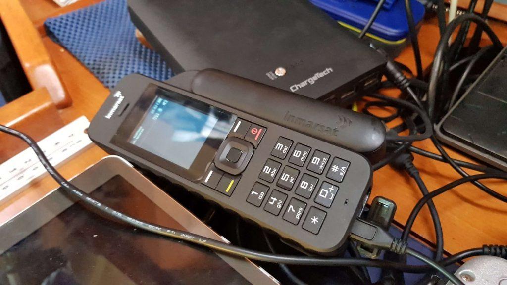 Inmarsat satelliittipuhelin yhteydenpitoon sinne missä GSM-verkkoa ei ole