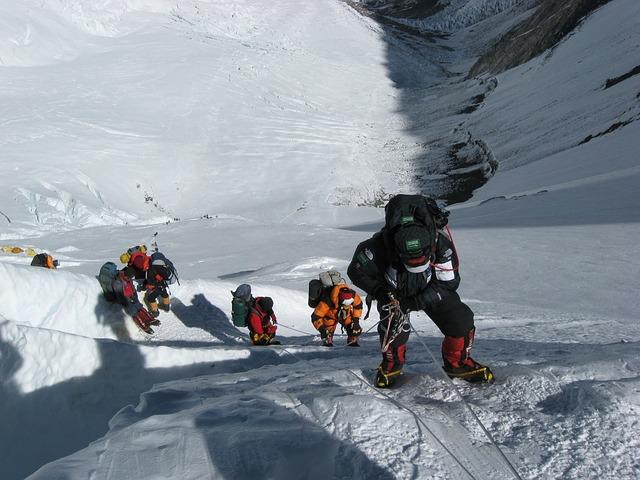 Hätälähetin vuorikiipeilijöille